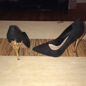 Women's size 8 wide suede black pumps